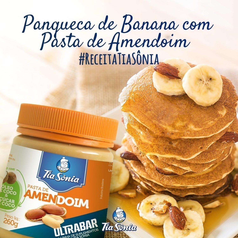 Panqueca de Banana com Pasta de Amendoim